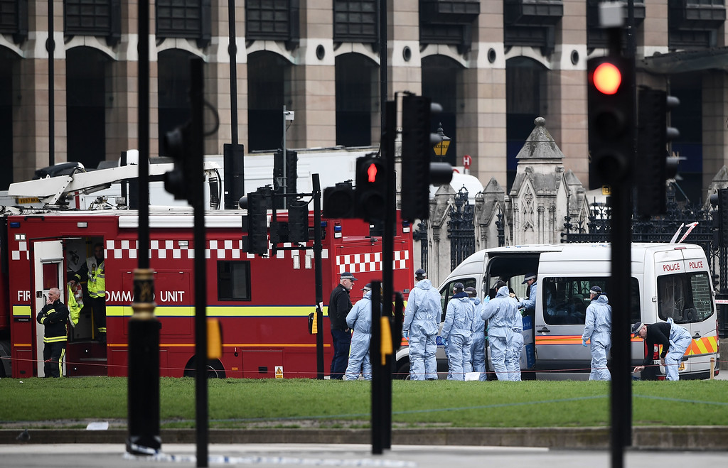 . LONDON, ENGLAND - MARCH 23:  Police officers in forensic suits work in Parliament Square following yesterday\'s attack in which one police officer was killed on March 23, 2017 in London, England.  Four people have been killed and around 40 people injured following yesterday\'s attack by the Houses of Parliament in Westminster.  (Photo by Carl Court/Getty Images)