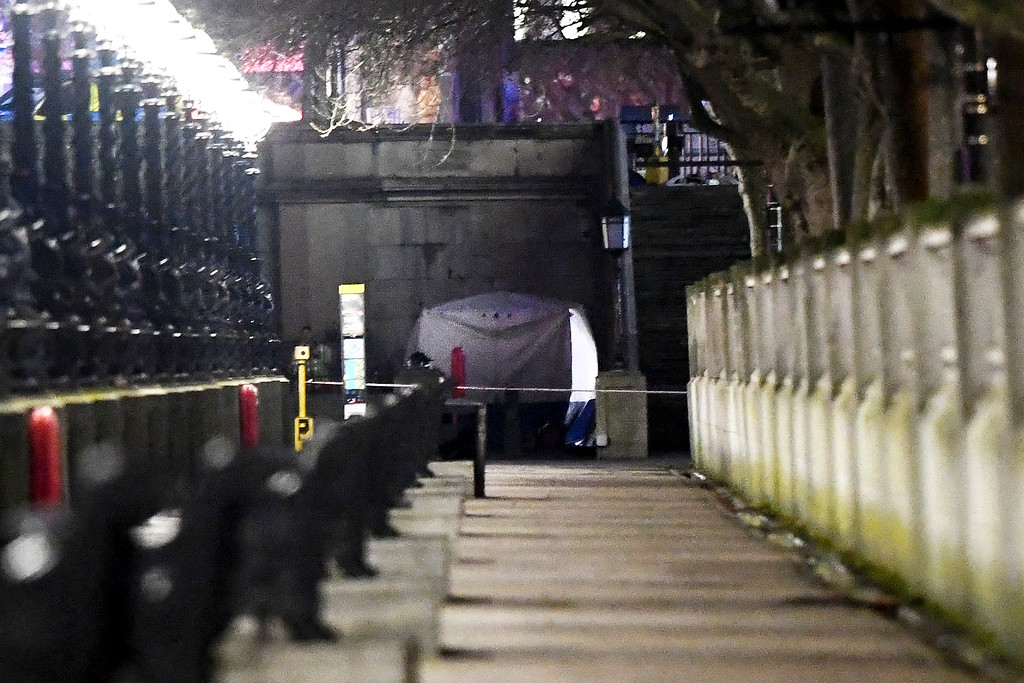 . LONDON, ENGLAND - MARCH 22:  A police forensic tent is erected on a walkway beside Westminster Bridge following a terrorist attack in which a number of pedestrians were mowed down on March 22, 2017 in London, England. Four people including a police officer and his attacker have been killed in two related incidents outside the Houses of Parliament and on Westminster Bridge in what Scotland Yard are treating as a terrorist incident.  (Photo by Carl Court/Getty Images)