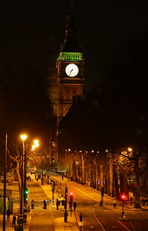 ". A road leading into the Houses of Parliament\'s Elizabeth Tower, containing the bell know as ""Big Ben\"", is seen empty after being cordoned off in London, Wednesday, March 22, 2017. London police say they are treating a gun and knife incident at Britain\'s Parliament \""as a terrorist incident until we know otherwise.\"" The Metropolitan Police says in a statement that the incident is ongoing. It is urging people to stay away from the area. Officials say a man with a knife attacked a police officer at Parliament and was shot by officers. Nearby, witnesses say a vehicle struck several people on the Westminster Bridge. (AP Photo/ Matt Dunham)"