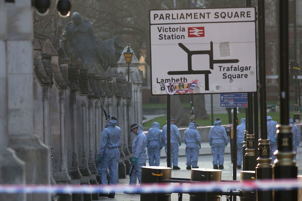 . Forensic police officers search in Parliament Square outside the Houses of Parliament in central London on March 23, 2017 as the investigation continues after the March 22 terror attack at Parliament and on Westminster Bridge.  Britain\'s parliament reopened on Thursday with a minute\'s silence in a gesture of defiance a day after an attacker sowed terror in the heart of Westminster, killing three people before being shot dead. Sombre-looking lawmakers in a packed House of Commons chamber bowed their heads and police officers also marked the silence standing outside the headquarters of London\'s Metropolitan Police nearby. (DANIEL LEAL-OLIVAS/AFP/Getty Images)