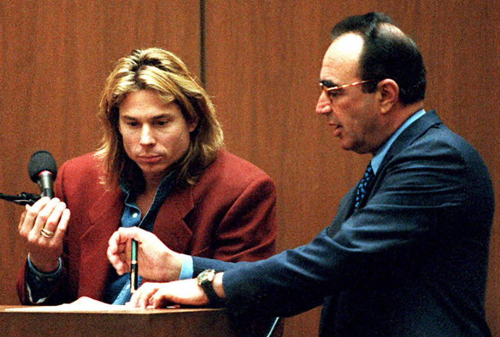 ". Witness Brian ""Kato\"" Kaelin (L) reviews transcripts with defense attorney Robert Shapiro during the OJ Simpson murder trial 23 March in Los Angeles. Shapiro began his cross-examination of Kaelin, who was the last person to see Simpson before the murders of Nicole Brown-Simpson and Ronald Goldman 12 June 1994.  (LEE CELANO/AFP/Getty Images)"