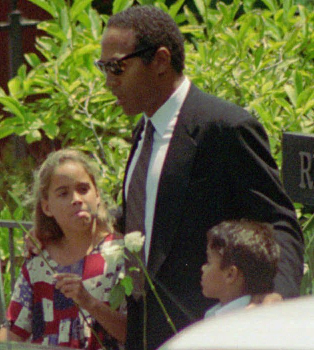 . O.J. Simpson is shown in this file photo with daughter Sydney and son Justin as they arrive at the  funeral for his ex-wife Nicole Brown Simpson on June 16, 1994.  Orange County Superior Court Judge Nancy Wieben Stock has decided who gains custody of O.J. Simpson\'s two young children, who have been living with his former in-laws since shortly after their mother was slain. Stock plans to issue her ruling Friday afternoon, Dec. 20, 1996.  (AP Photo/Eric Draper)