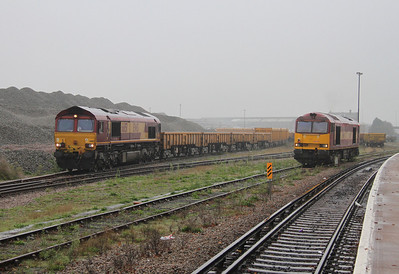 66151 Eastleigh 06/11/13 preparing to leave with 6M26 to Stud Farm