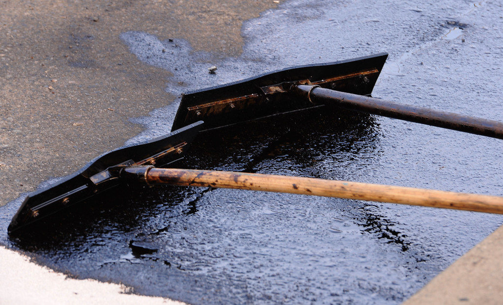 . Oil leak clean up crews in Wilmington Tuesday trying to stop  and contain oil from a ruptured pipeline on Neptune Ave. Photo by Brad Graverson/The Daily Breeze/3-18-14