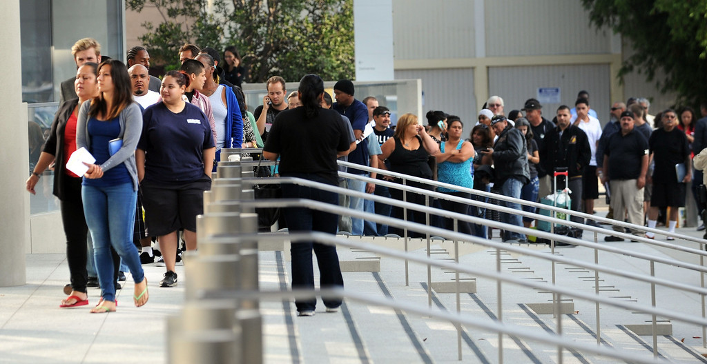 . Long Beach, Calif., -- 09-09-13- A line outside waiting to get in on opening day of the new Governor George Deukmejian Courthouse in Long Beach.      Stephen Carr/  Press-Telegram
