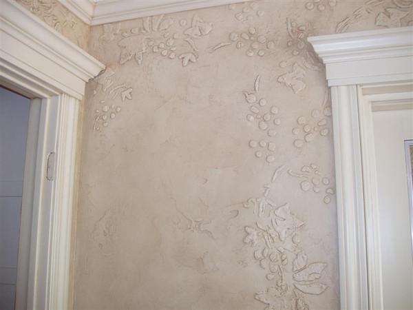 Glazed Faux Stucco Wall with Raised Stencil