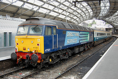 47501 'Craftsman' makes quite an impressive sight with a rake of Cargo-D 'blue & grey' coaches at Liverpool Lime Street. The loco had worked the first leg of Compass Tours' 1Z76 0721 'Mersey Fellsman' charter from Crewe to Carlisle (12/06/2010)
