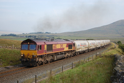 66112 climbs off the north end of Ribblehead Viaduct towards Blea Moor with 6S00 1705 Clitheroe-Mossend loaded cement tanks (03/09/2010)