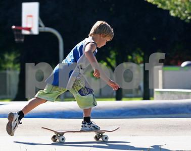 Skateboarding 1036
