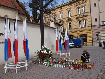 Poles in sorrow, April 2010. Photo: Martin Bager.