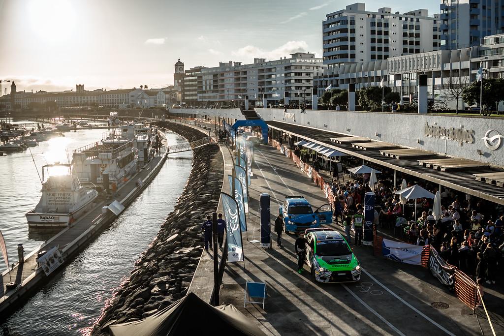 Российский гимн на Азорах: Лукьянюк победил, Ременник занял второе место на первом этапе чемпионата Европы по ралли