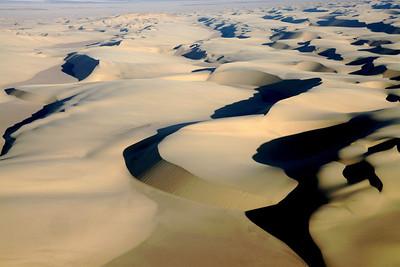 Barchan Migrating Dunes