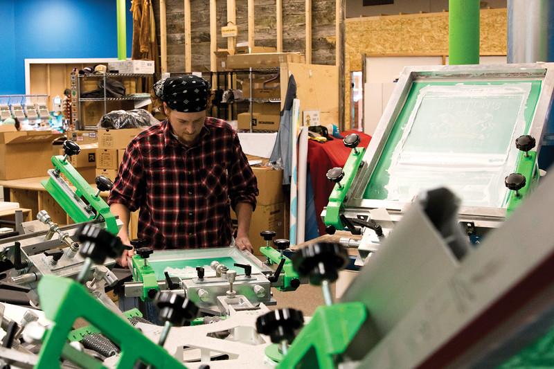 Matthew Gaston | The Sheridan Press<br>Chris Roberts fixes a fresh screen into place at Big Horn Design Studio Friday, Oct. 5, 2018.