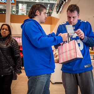 121618_6738_Shoppers