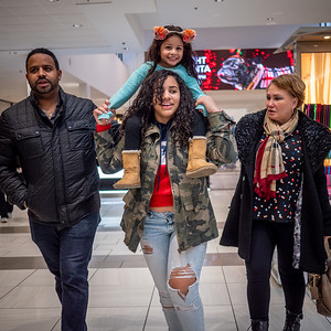 121618_6846_Shoppers