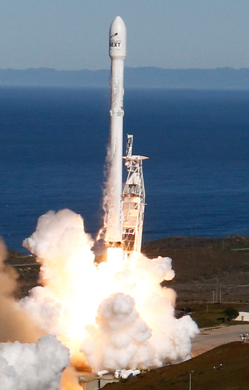 . SpaceX�s Falcon 9 rocket with 10 satellites for to low-Earth orbit for Iridium  lifts off from Space Launch Complex 4E at Vandenberg Air Force Base, California, U.S., January 14, 2017. Photo by Gene Blevins/LA DailyNews/SCNG