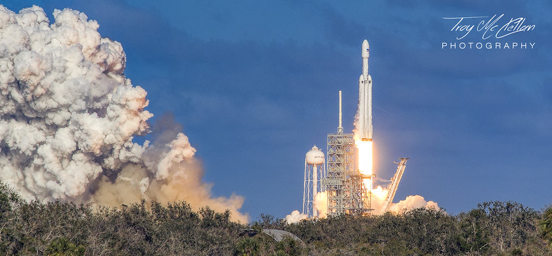 Liftoff of SpaceX Falcon Heavy from Launch Complex 39A