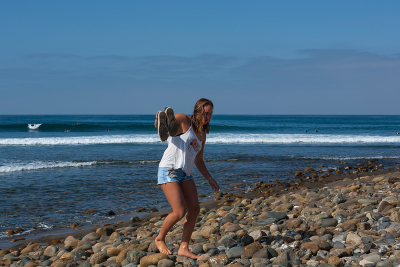 CARISSA MOORE NAVIGATING THE FAMOUS COBBLE STONES OF LOWERS