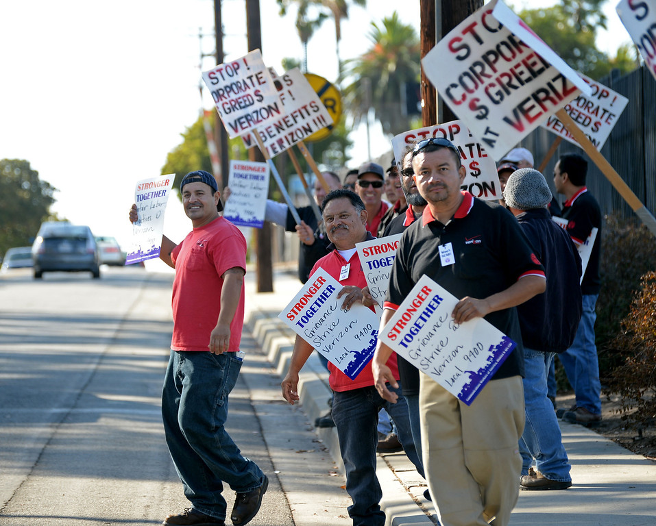 . Verizon workers went on strike in front of a Redondo Beach facility on 182nd Street, as well as many Southland areas, Tuesday, October 29, 2013, in Redondo Beach, CA.   Photo by Steve McCrank / Daily Breeze