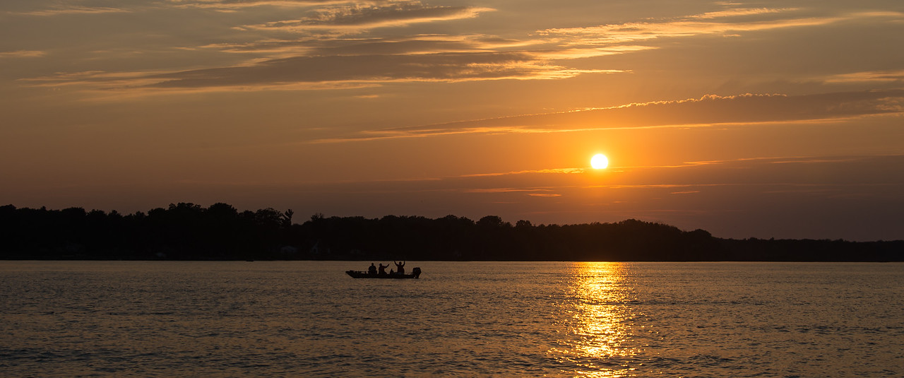 Fishermen landing fish - September 2015