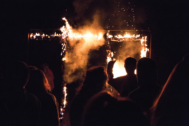 Matthew Gaston   The Sheridan Press<br>Tongue River High School students surround the burning T. R. Thursday, Oct. 4, 2018.