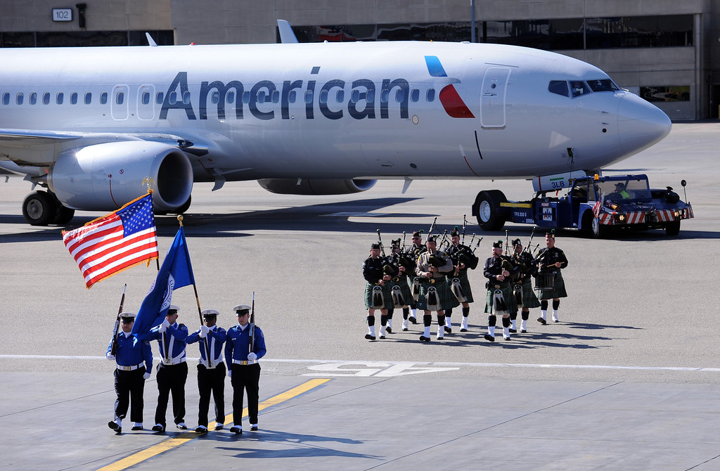 . The U.S. Honor Flag arrives at Los Angeles International Airport in memory of TSA agent Gerardo Hernandez. It will be used at his upcoming funeral services. (Wed, Nov 6, 2013. Photo by Brad Graverson/The Daily Breeze/POOL)
