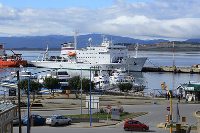 Vavilov arrives, Port of Ushuaia
