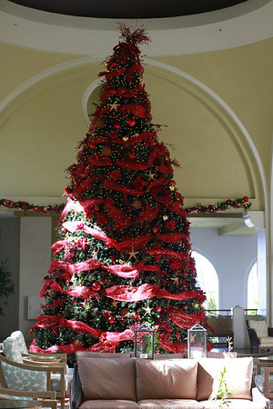 RESORTS MAUI Christmas Tree
