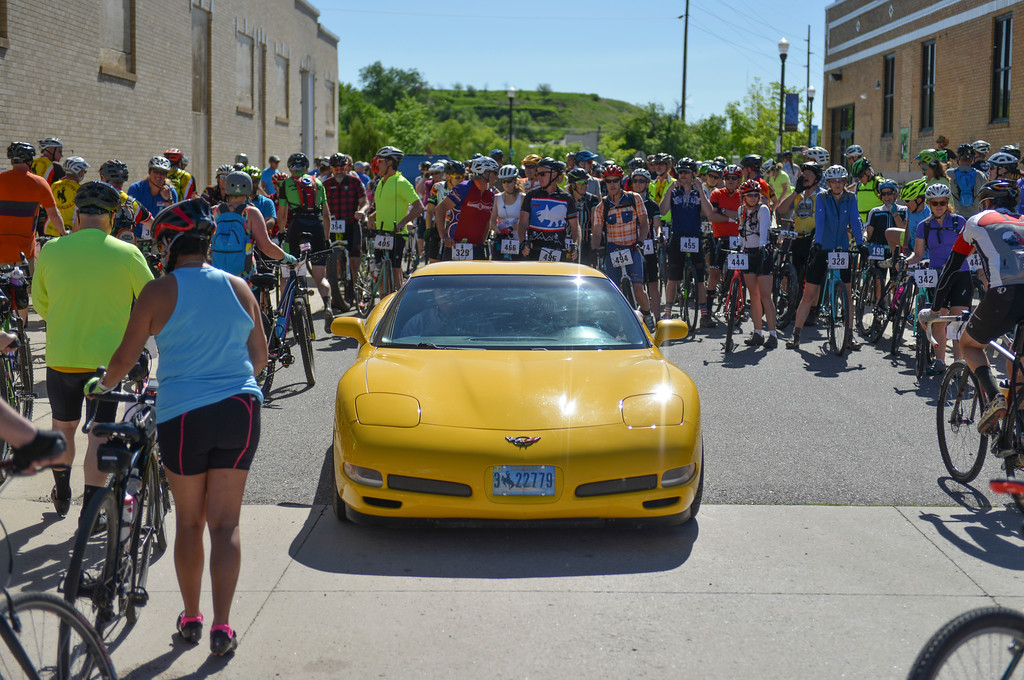 Justin Sheely   The Sheridan Press<br /> An escort vehicle parks in front of 40-mile racers during the Dead Swede Hundo bike race at Black Tooth Brewing Company Saturday, June 2, 2018. The race features a 100-mile loop that takes bicyclists into the Bighorn National Forest via Red Grade road.