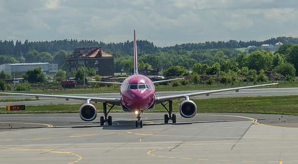 Wizz Airplanes in Gdansk 015