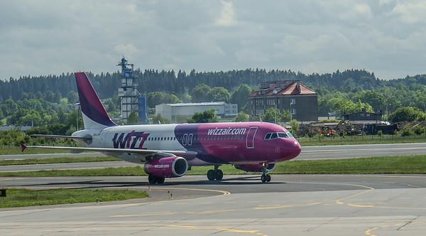 Wizz Airplanes in Gdansk 010