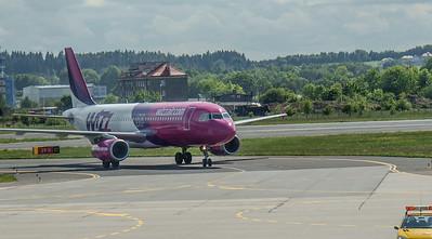 Wizz Airplanes in Gdansk 012