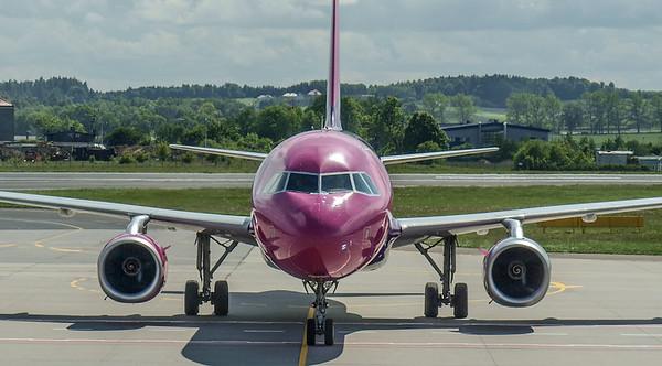 Wizz Airplanes in Gdansk 016