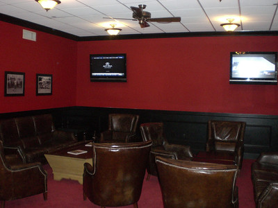 Men´s locker room, lounge and TV area.