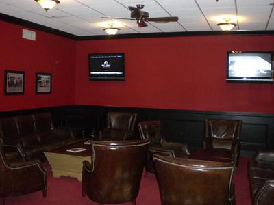 Men´s locker room, lounge and TV area.
