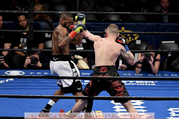 Andrzej Fonfara Defeats Chad Dawson by 10th Round TKO