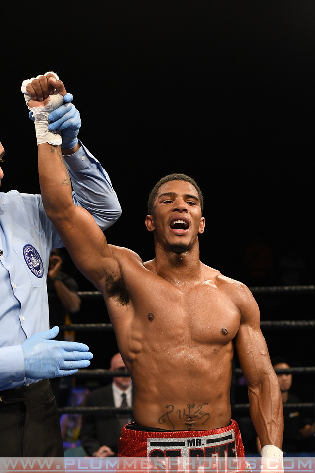 Boxing 2017 - Clarence Booth Defeats Anthony Mercado by TKO