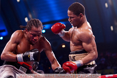 SHAWN PORTER (right) defeats PATRICK THOMPSON by way if TKO as part of the Bernard Hopkins versus Chad Dawson II undercard.