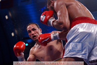 JULIAN MITCHELL (right) defeats HECTOR ROSARIO by decision as part of the Bernard Hopkins versus Chad Dawson II undercard.