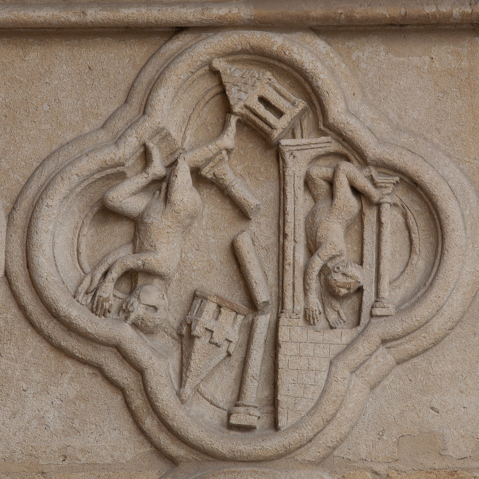 Amiens Cathedral West Facade Quatrefoil, The Fallen Idols