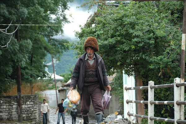 Big Hat, Carrying Goodies - Lahic, Azerbaijan