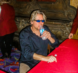 Jeff Golub cooling off after a smokin' hot show (with Chieli Minucci, Euge Groove, Phil Perry, Jay Rowe)