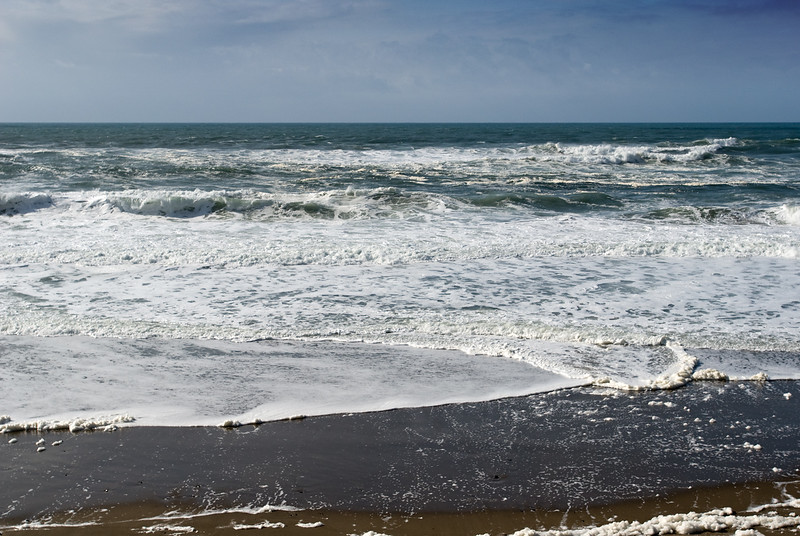 Foamy Pacific Ocean Surf at the Cavalier Condo<br /> March 2009<br /> <br /> Copyright © 2009 Rick Kruer<br /> rickkruer.com<br /> <br /> D200_20090317_1533_DSC_9943-FoamyOcean-nice-2.psd