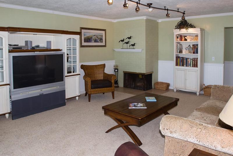 Cavalier Beachfront Condominiums<br /> Unit 27<br /> July 2009<br /> <br /> Copyright © 2009 Rick Kruer<br /> rickkruer.com<br /> cavaliercondos.com<br /> <br /> D200_20090714_1158_DSC_2691-Unit27-LivingRoom-2.psd