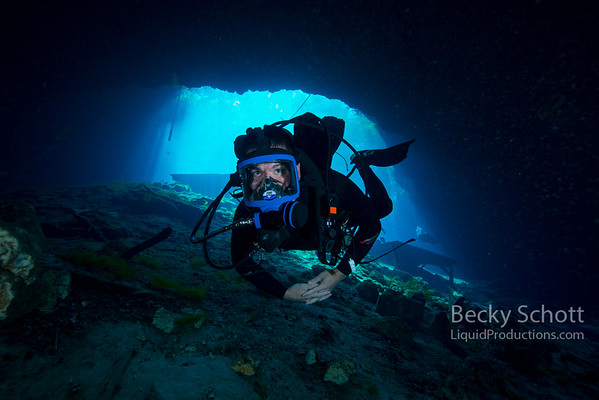 Full Face mask diver in Cavern