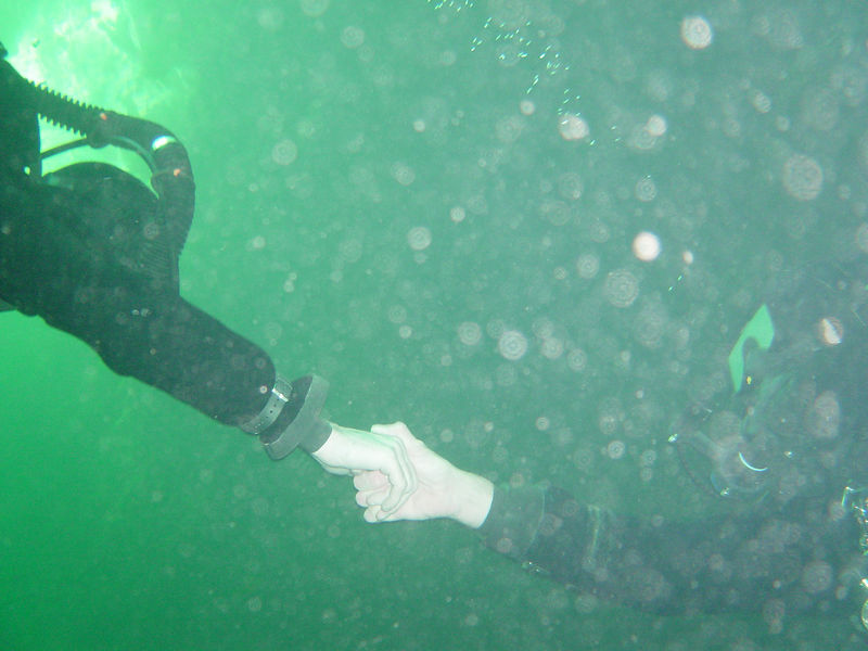 Martin likes to hold hands whilst cave diving :-)