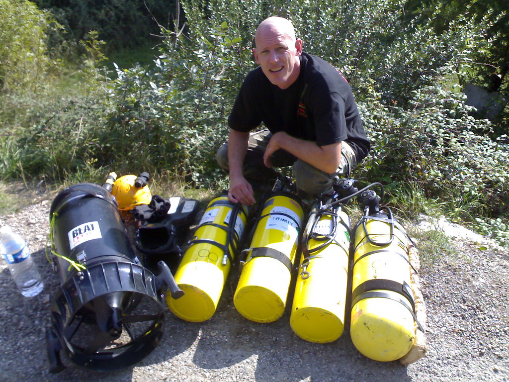 18L steel (with float) and 3 AL80 carried for  bail for  dive in Ressel [850m (2800ft)]