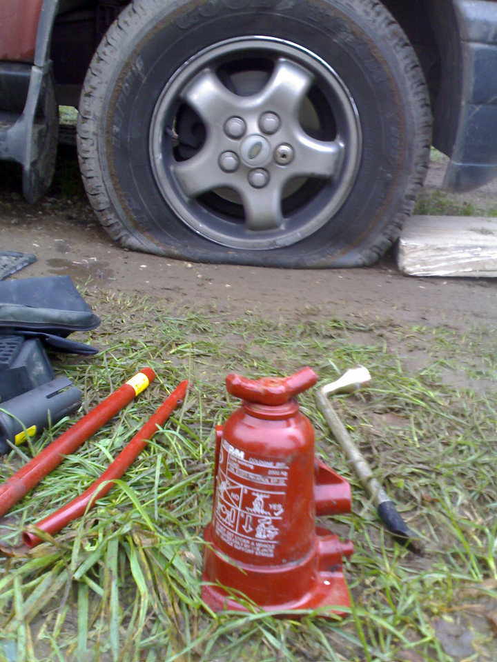 Flat tyre and a faulty car jack...were not going to be diving today are we