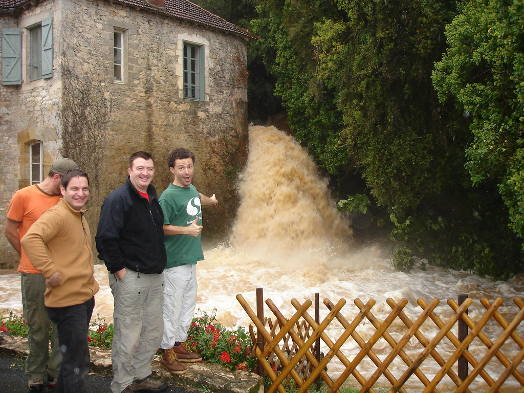 I think the flow is a little too high to dive today!<br /> <br /> Phil, Gery, Tim and Jerome check the conditions