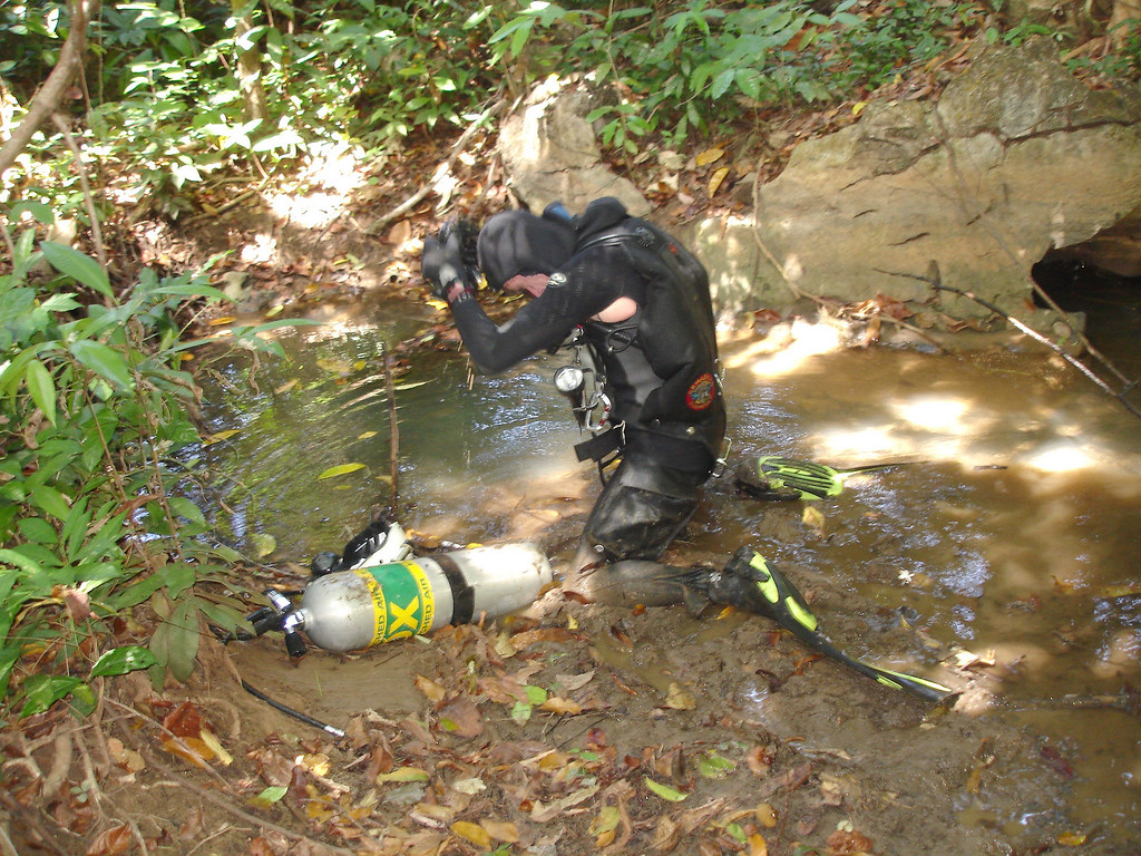 Gearing up to enter the muddy shitty hole that is Sra Krasi [note patented armpit ventilation hole in wetsuit :-) ]